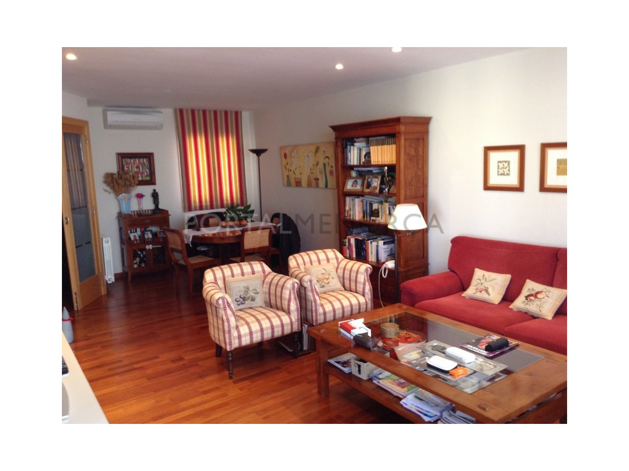 Spacious renovated apartment for sale in Ciutadella-Living Room