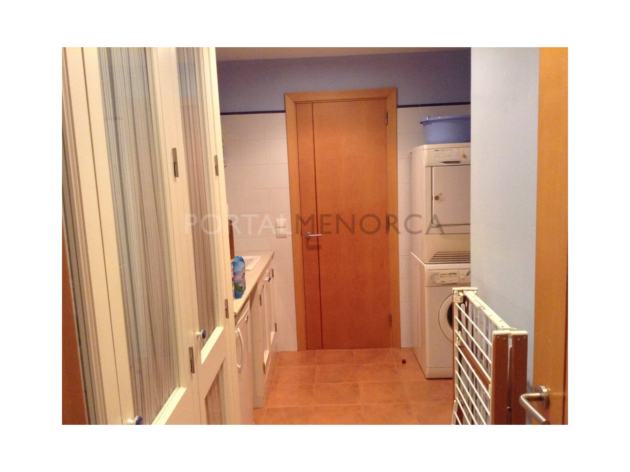 Spacious renovated apartment for sale in Ciutadella-Laundry