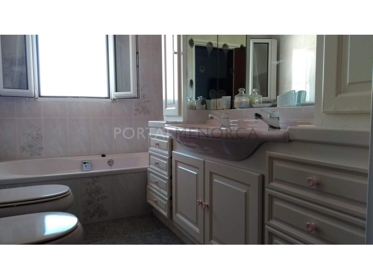 Apartment for sale in Ciutadella-Bathroom