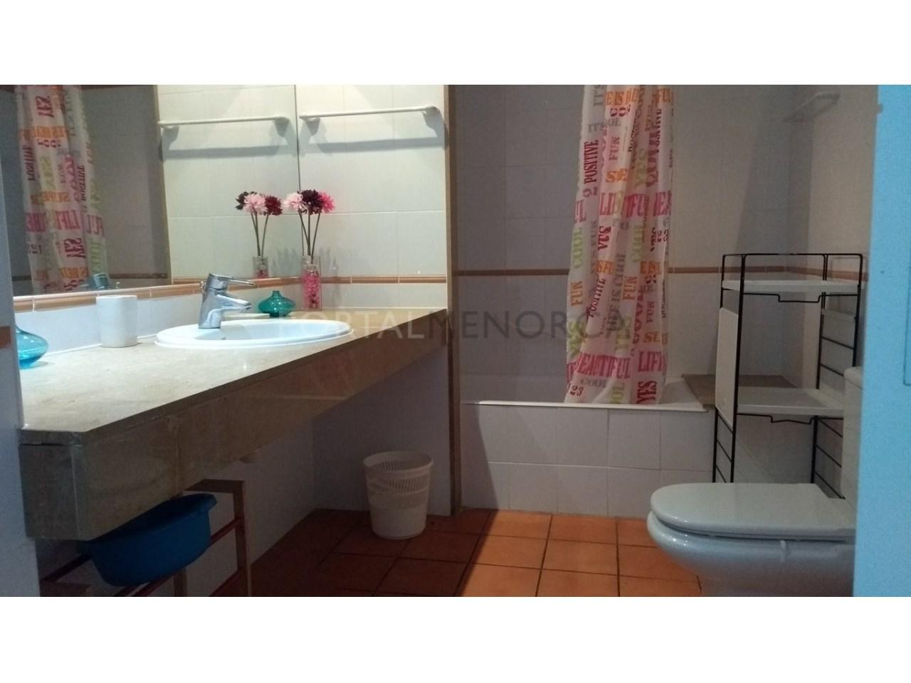apartamento en venta en Son Xoriguer con piscina comunitaria baño