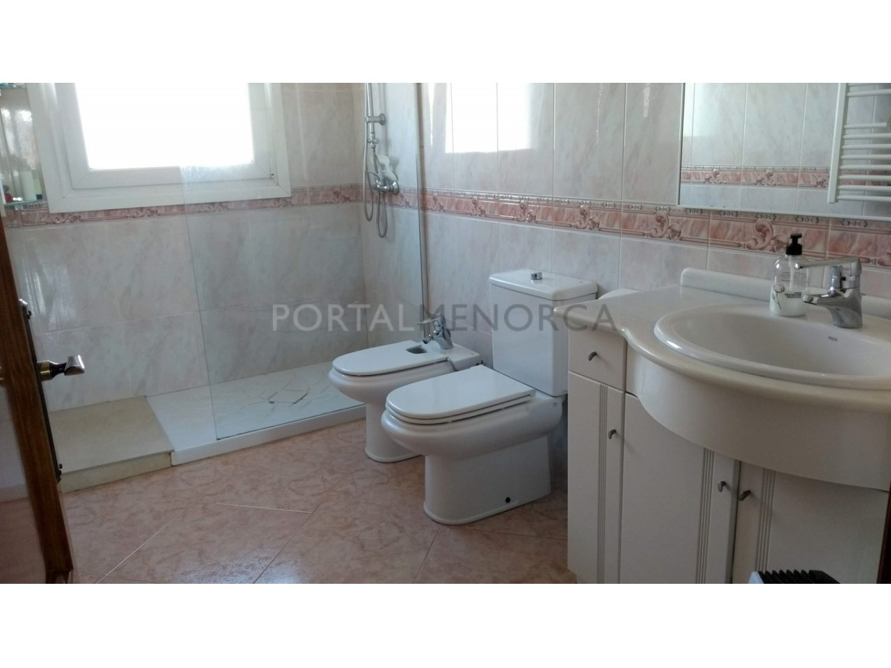 Charming villa with garage in Son Oleo for sale-bathroom