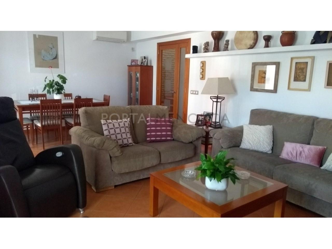 Amplia Casa con patio en venta en Ciutadella salón