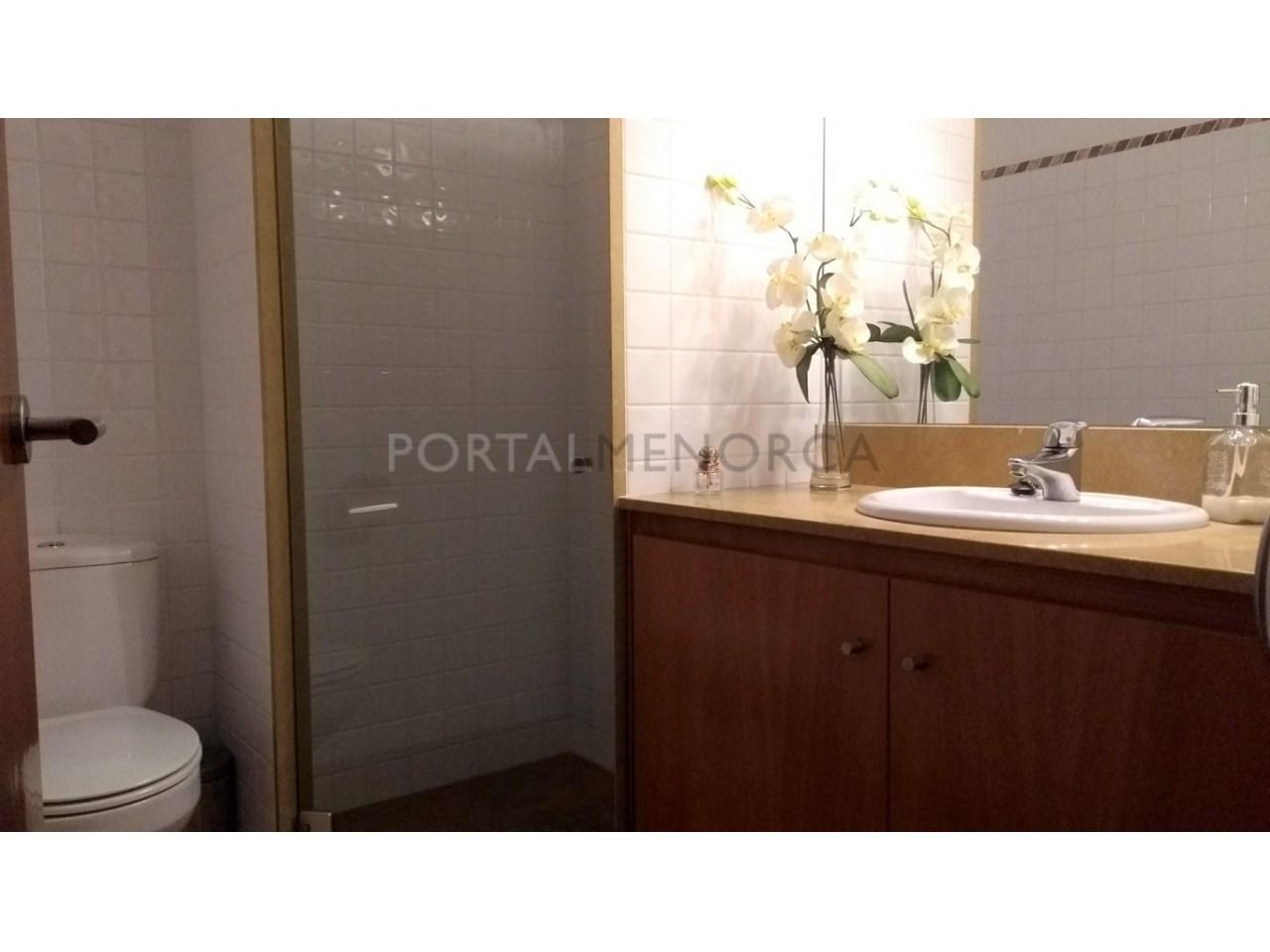 Amplia Casa con patio en venta en Ciutadella baño P.P