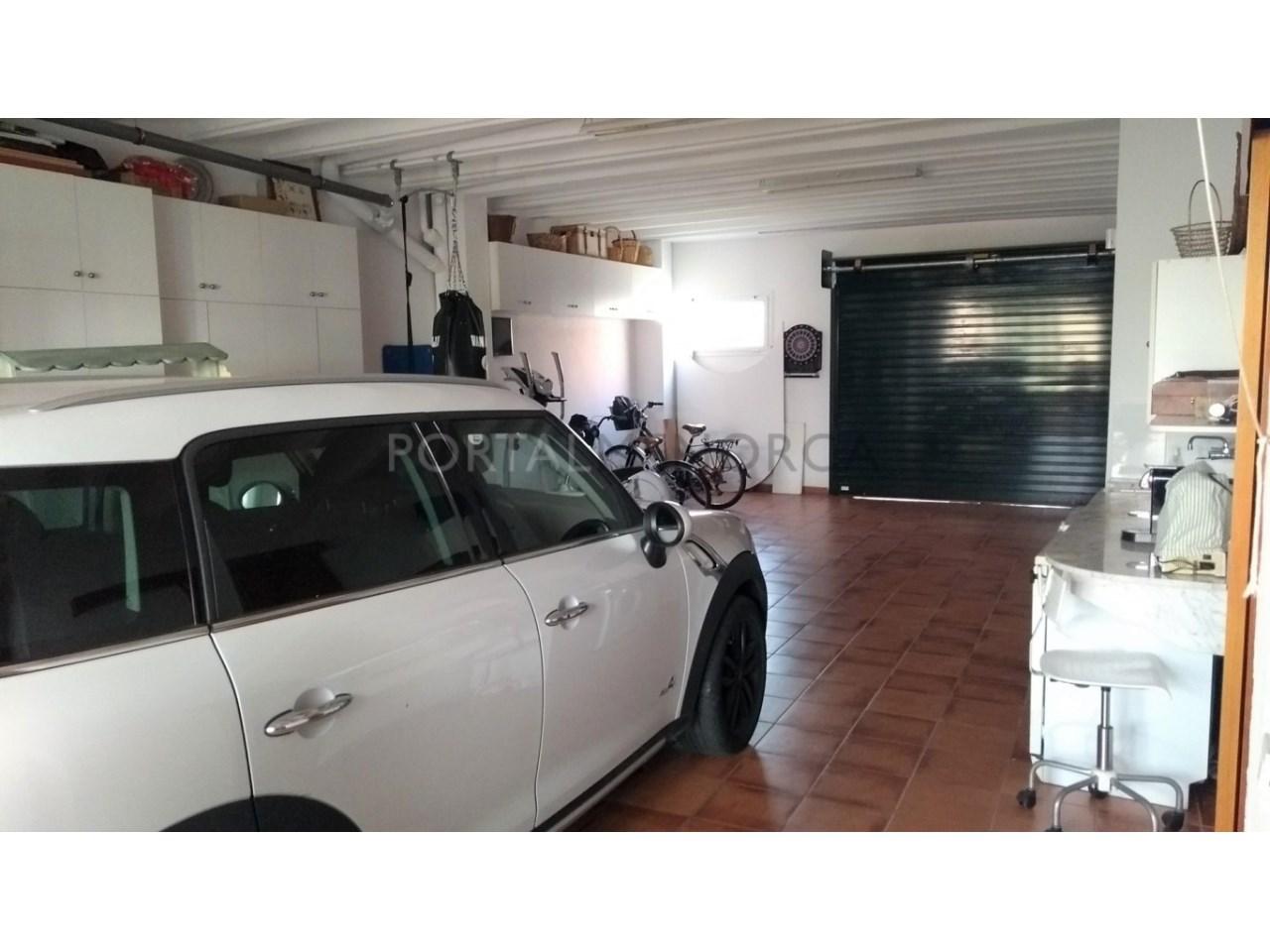 Amplia Casa con patio en venta en Ciutadella garaje