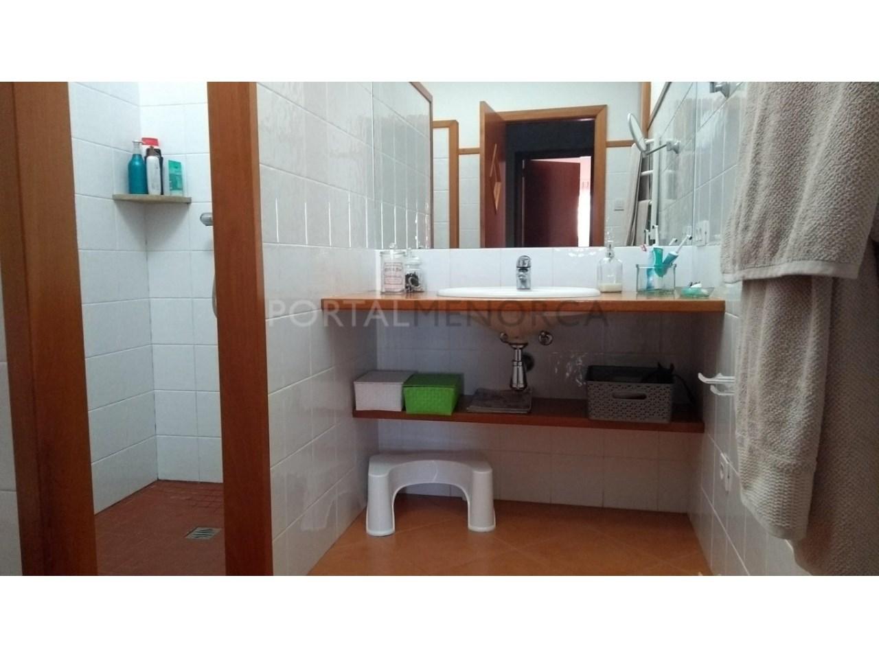 Amplia Casa con patio en venta en Ciutadella baño suite