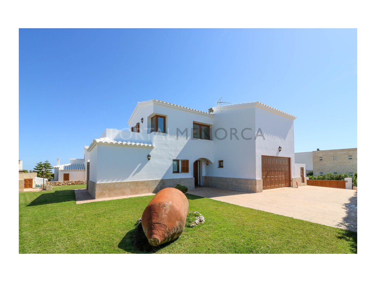 Villa for sale in Cala Morell with sea views and tourist license-Facade and entrance