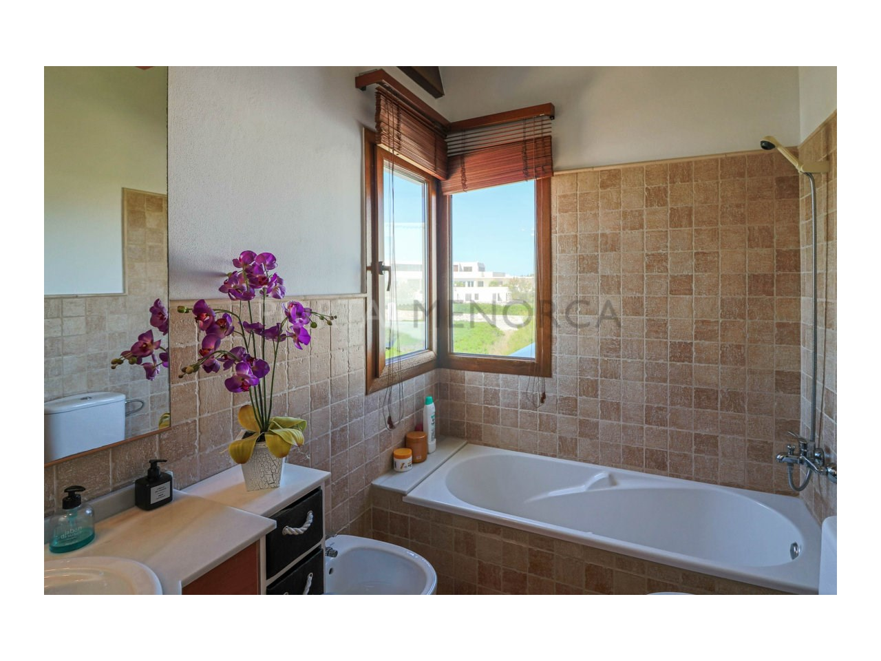 Villa for sale in Cala Morell with sea views and tourist license-Bathroom