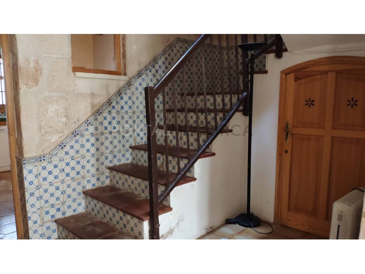 casa reformada en venta en Ciutadella de Menorca escalera