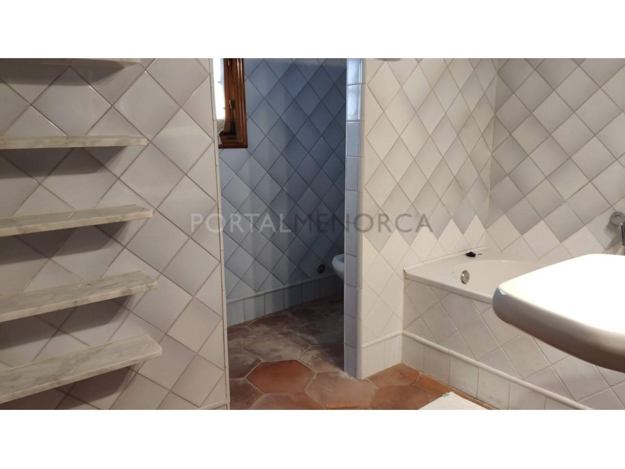 casa reformada en venta en Ciutadella de Menorca baño