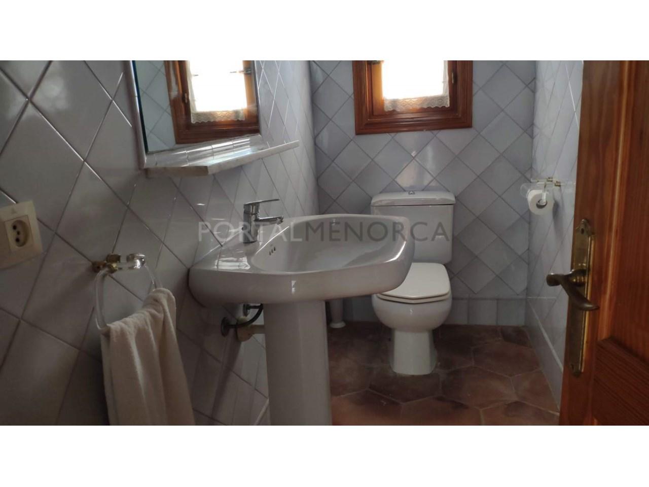 casa reformada en venta en Ciutadella de Menorca aseo