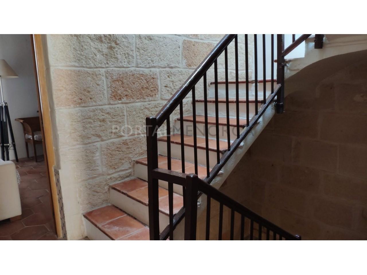 casa reformada en venta en Ciutadella de Menorca escalera superior (2)