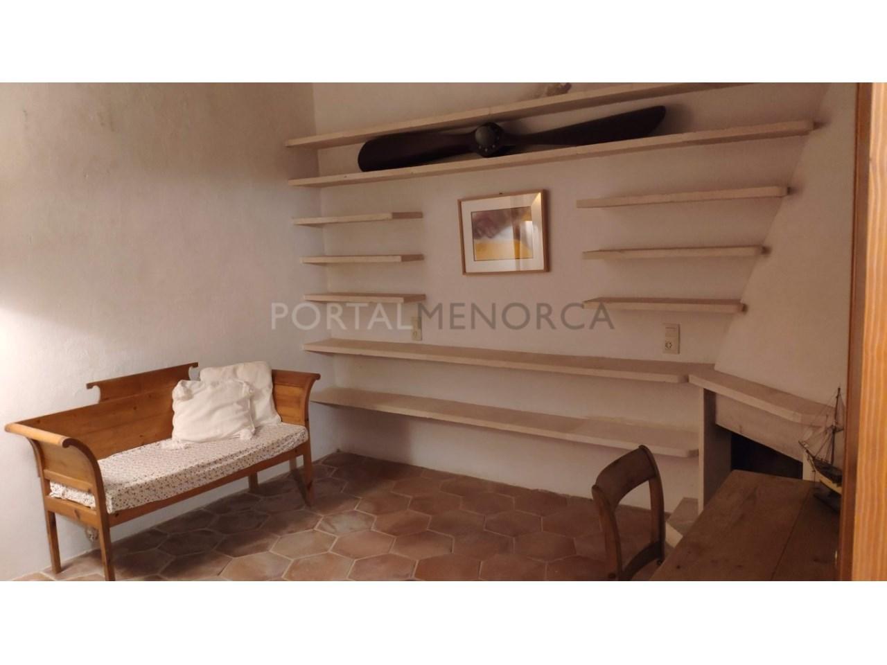 casa reformada en venta en Ciutadella de Menorca salón con chimenea 3-3 (FILEminimizer)