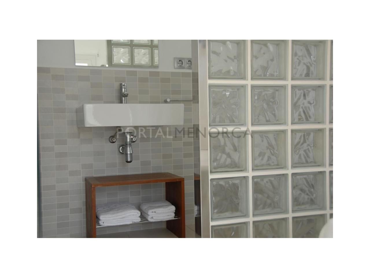 Modern apartment with sea views for sale in Cala Blanca Ciutadella Menorca-Bathroom