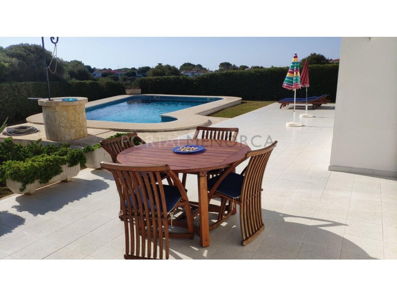 Chalet en venta en Calan Blanes con licencia turística Ciutadella Menorca - zona piscina
