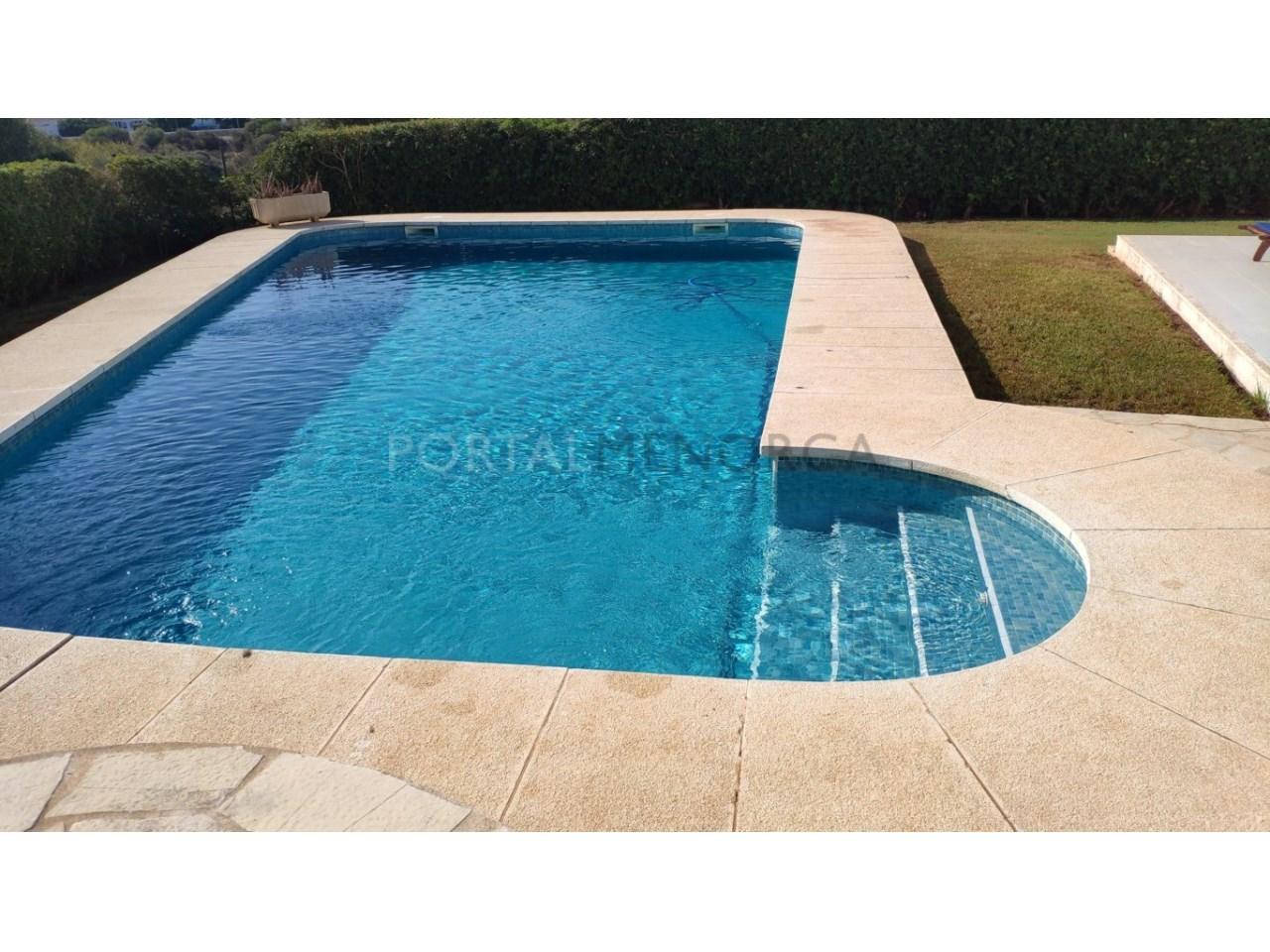 Chalet en venta en Calan Blanes con licencia turística Ciutadella Menorca - piscina