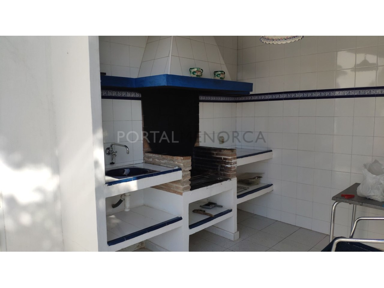 Chalet en venta en Calan Blanes con licencia turística Ciutadella Menorca - barbacoa