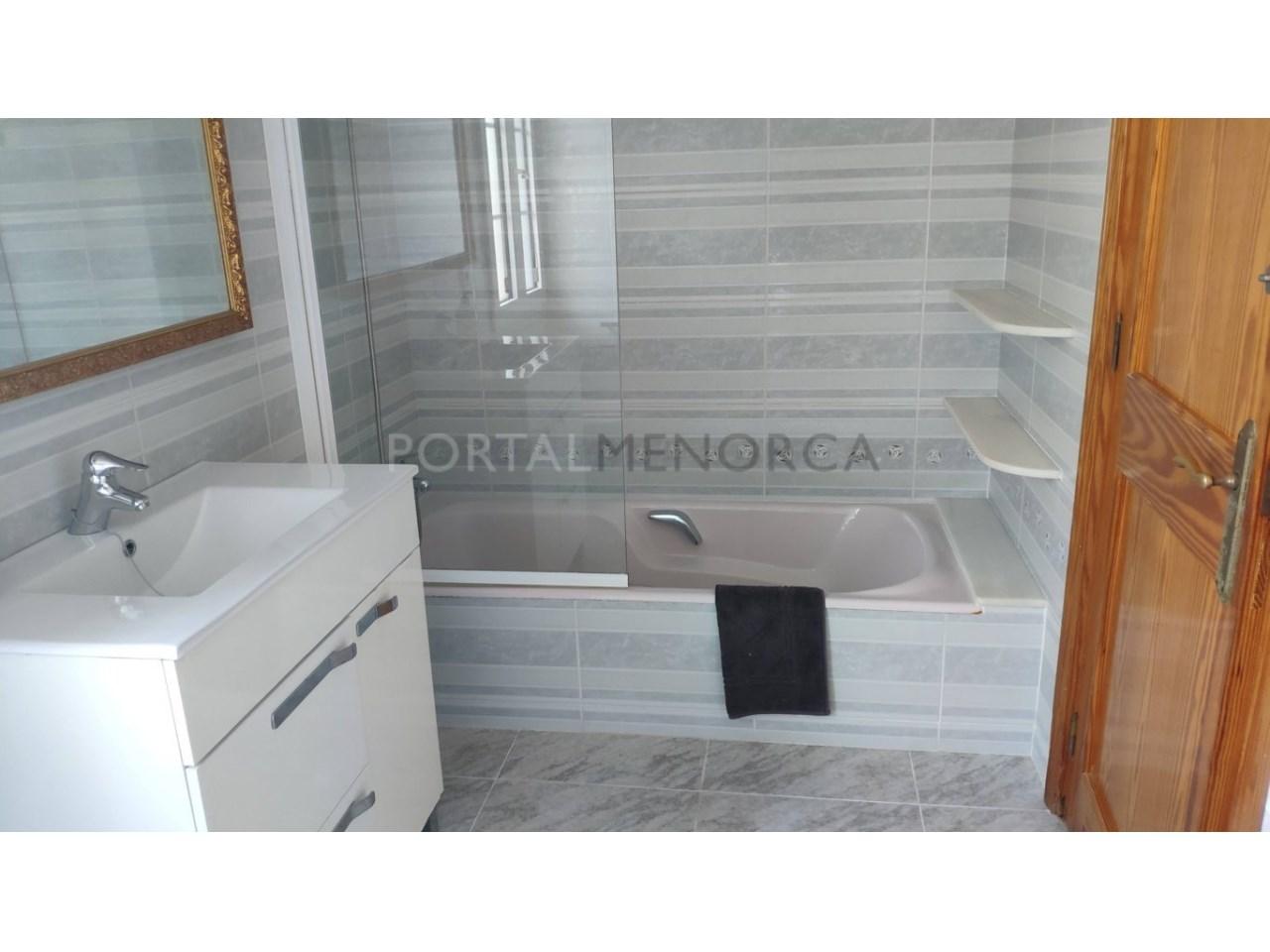 Chalet en venta en Calan Blanes con licencia turística Ciutadella Menorca - baño planta baja