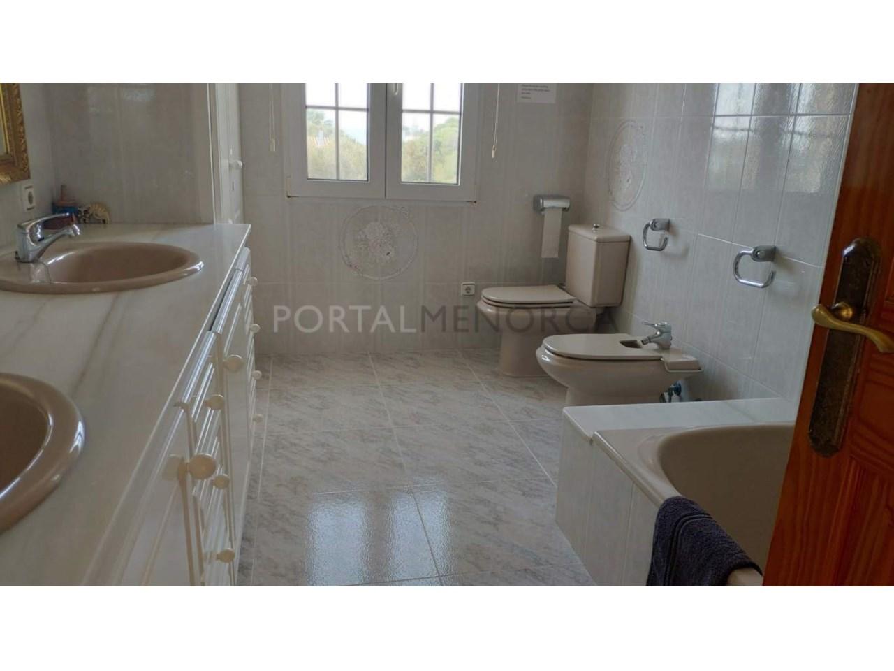 Chalet en venta en Calan Blanes con licencia turística Ciutadella Menorca - baño suite 2