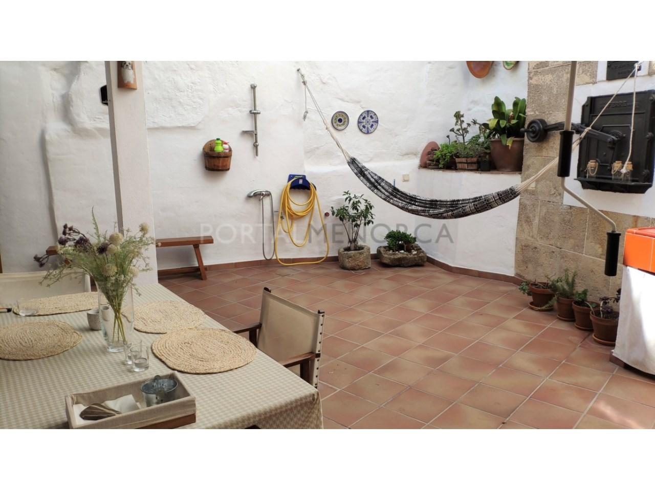 Casa con patio en venta en el casco histórico de Ciutadella - patio 1