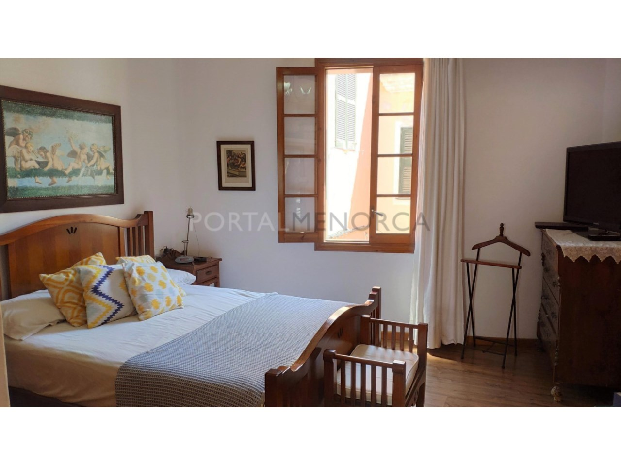 House for sale in the old town of Ciutadella-Bedroom