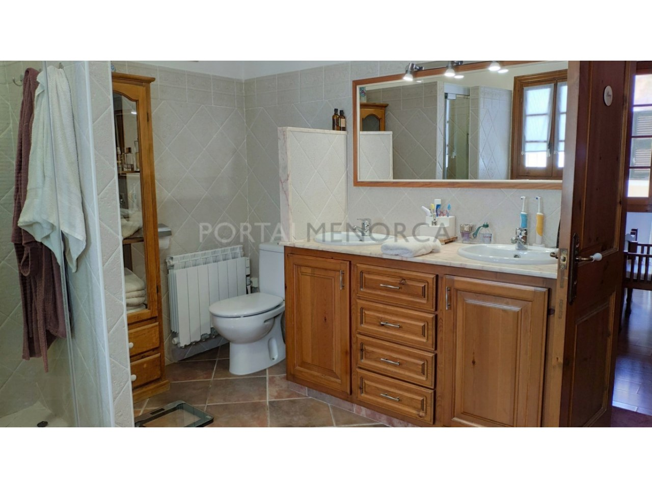 House for sale in the old town of Ciutadella-Bathroom