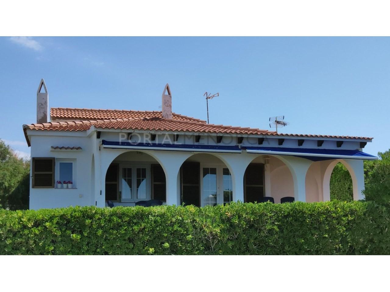 Chalet en venta en Cala Blanca Ciutadella - fachada mar