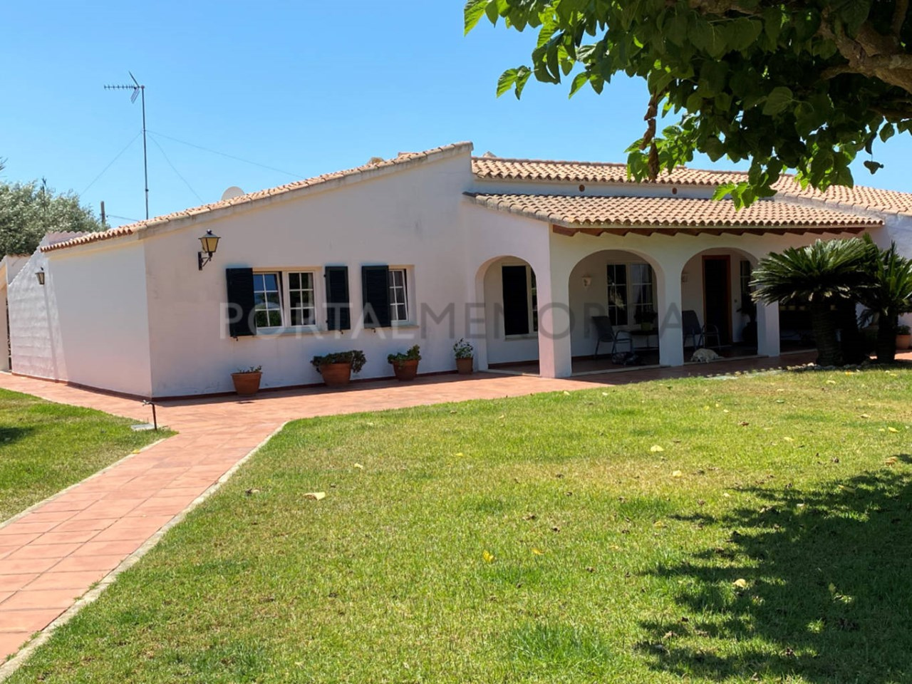 Chalet for sale in Ciutadella_ garden