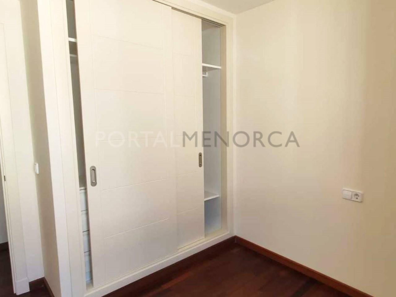Apartment in the center of Ciutadella_wardrobe