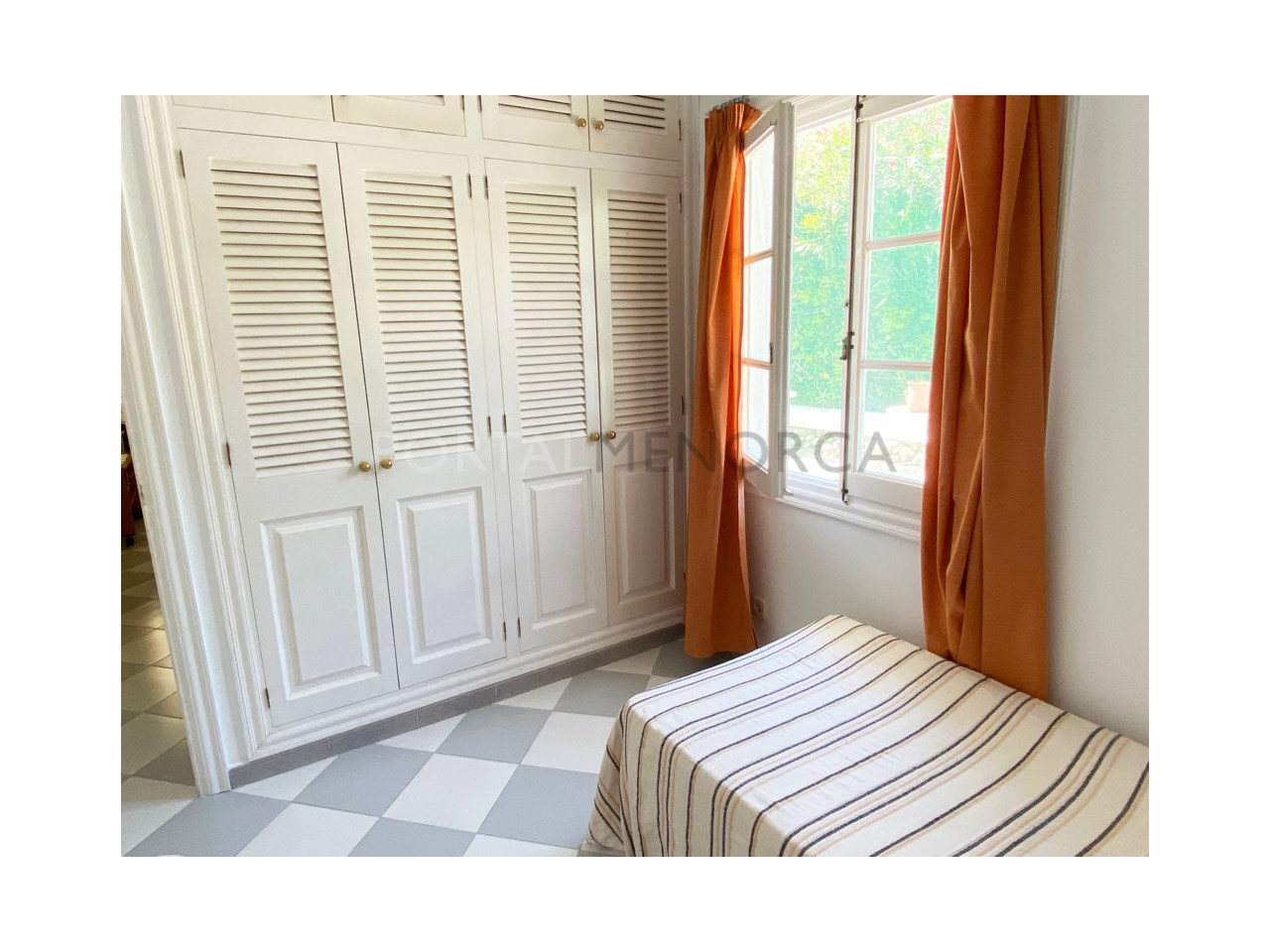 Chalet for sale in Calan Bosch_bedroom wardrobe