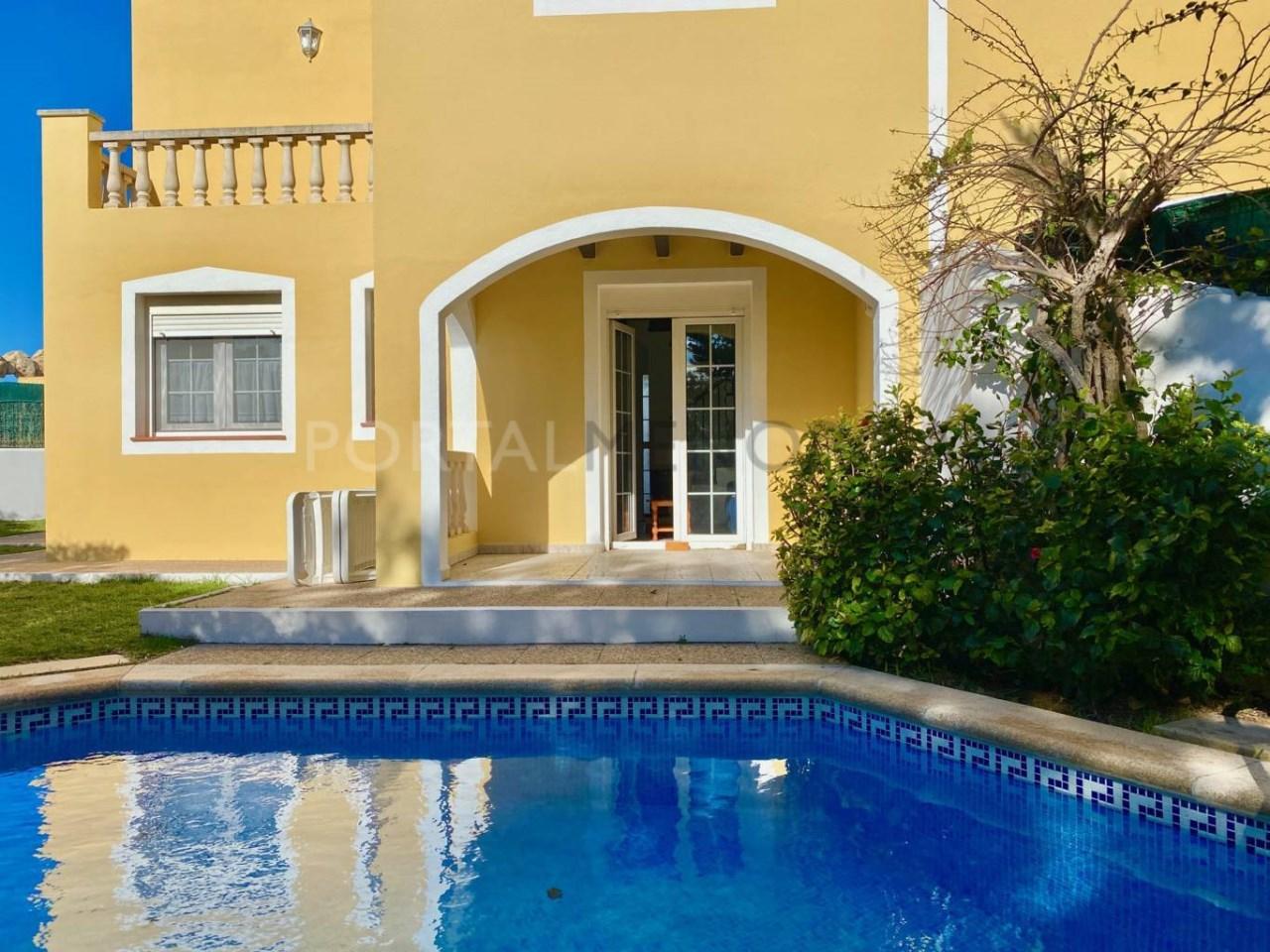 fachada con piscina FM