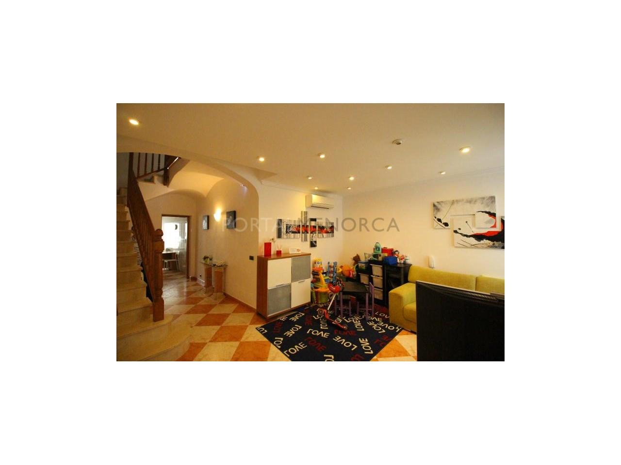 Townhouse with patio in the centre of Alaior.