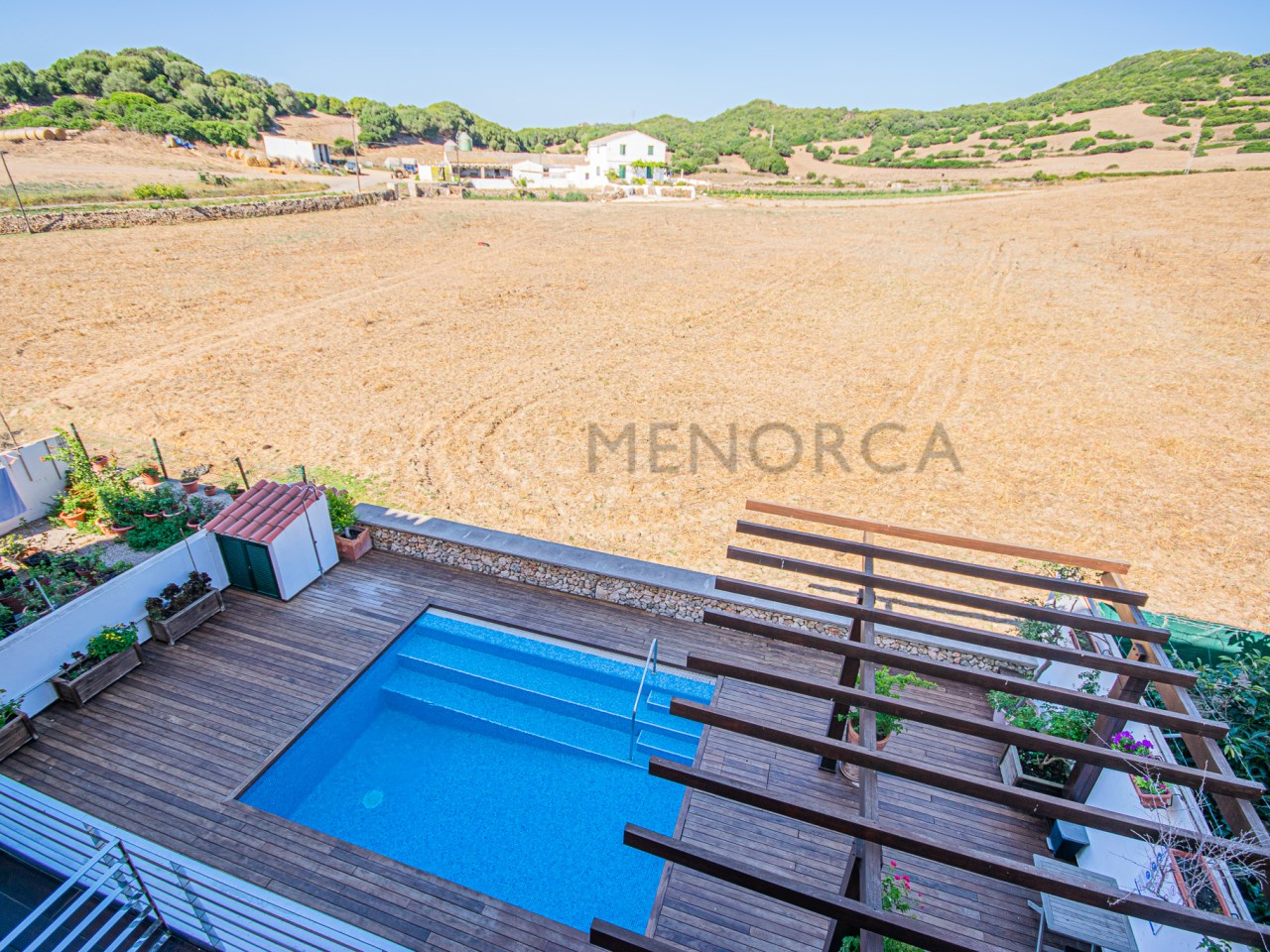 Two storey flat with 3 bedrooms and large terrace in Es Mercadal.