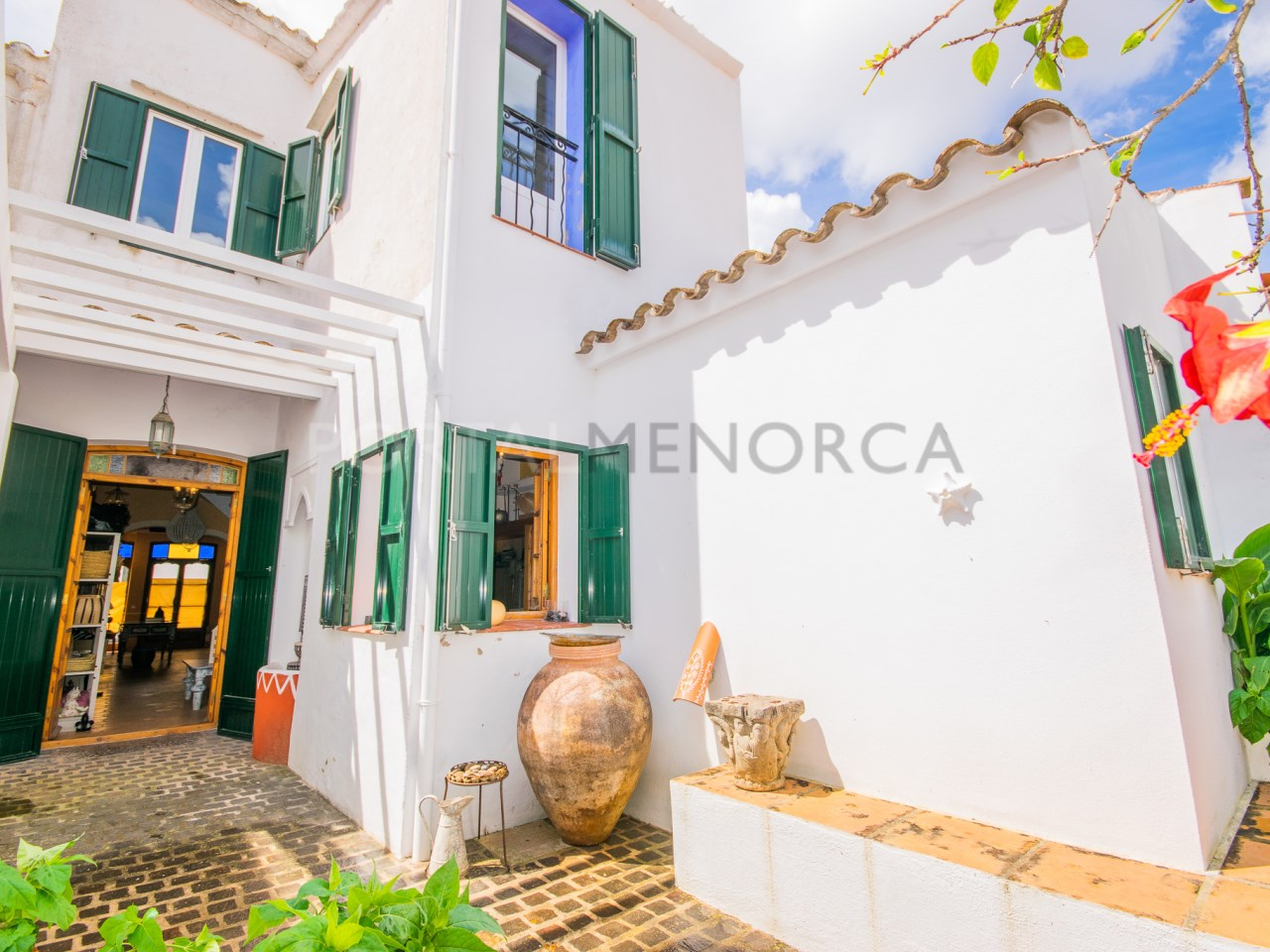 Menorcan townhouse with large patio in Mercadal
