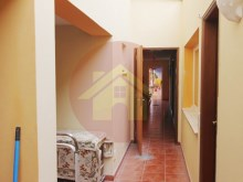 Villa with 14 suites, ideal for Hostel or nursing home.%6/12