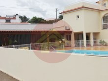 Villa with 14 suites, ideal for Hostel or nursing home.%3/12