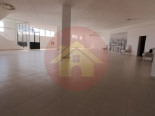 Shop/warehouse-for sale-Portimao, Algarve%1/3