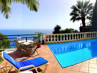 Luxury villa overlooking the Atlantic Ocean and the Bay of Funchal | 4 Bedrooms | 4WC