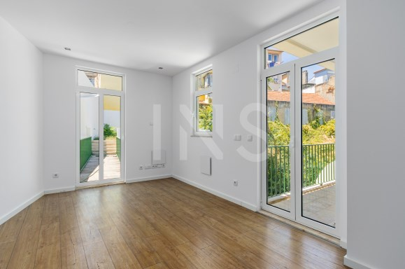 Main Photo of a 3 bedroom  Apartment for sale