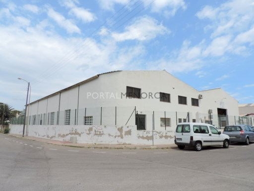 Industrial for Rent in Es Castell - S2249