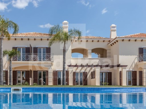 Moradia nova, com estilo mediterrâneo, em condomínio privado ...