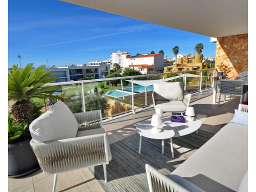 3-bedroom apartment in Albufeira with large ...