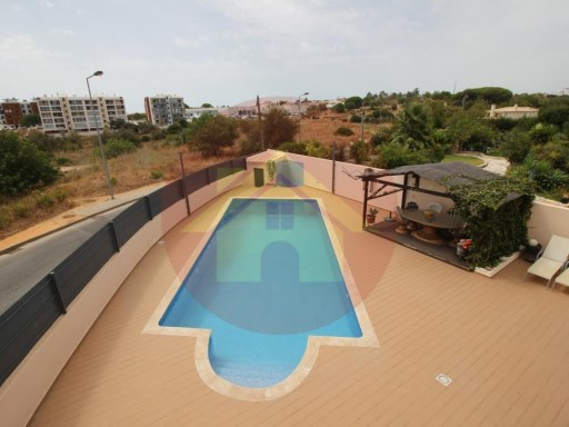 4 bedroom villa-Sale-Portimão, Algarve | 4 Bedrooms | 3WC