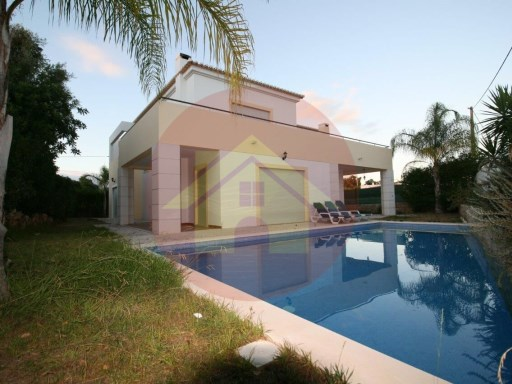 4 Bedroom Villa-For Sale-Portimao, Algarve | 4 Bedrooms | 3WC