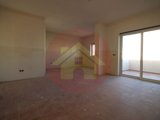 Apartment-for sale-Portimao, Algarve | 3 Bedrooms | 2WC
