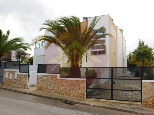 4 bedroom villa-for sale-Alvor, Portimão, Algarve | 4 Bedrooms | 4WC