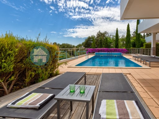 Moderne villa de luxe de 4 chambres avec piscine, une courte ...
