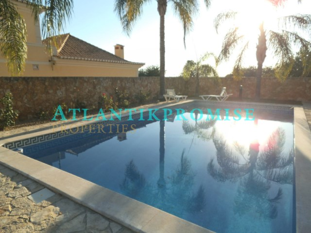 Five bedroom house, with a garage, swimming pool and barbecue area. L