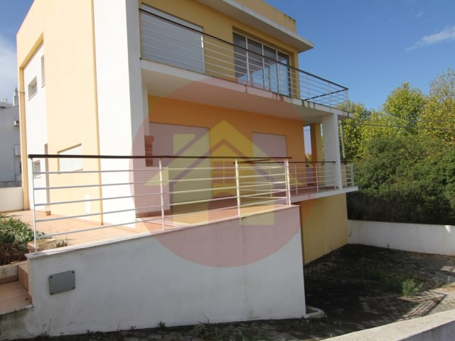 3 bedroom villa-for sale-Portimao, Algarve