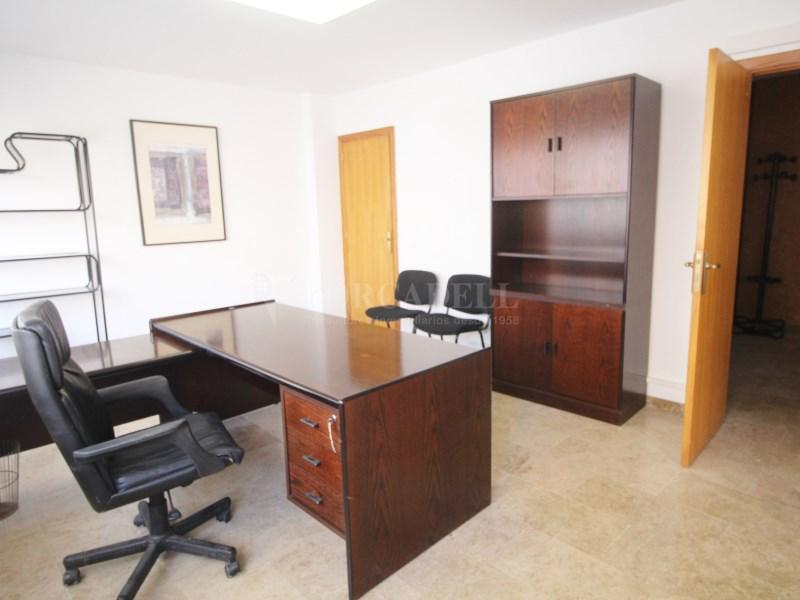 Oficina en alquiler de 117m2 distribuido en 3 3