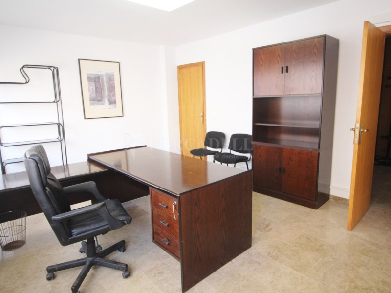 Oficina en alquiler de 117m2 distribuido en 3 5